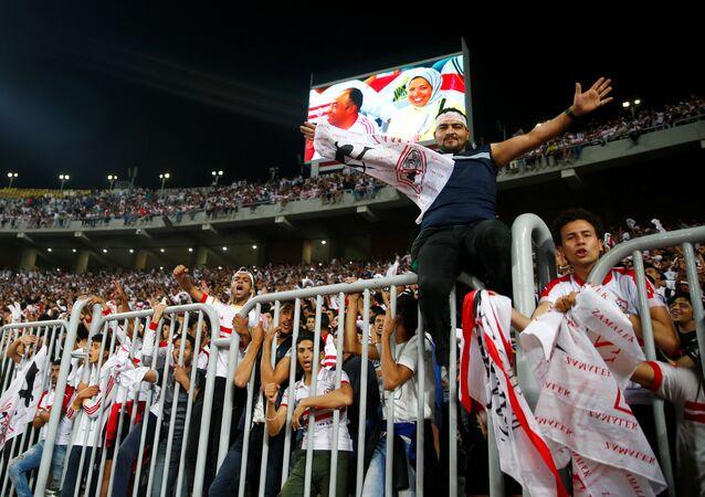 جمهور نادي الزمالك المصري في مبارة الزمالك مع نادي النجم الساحلي التونسي في بطولة الكونفدرالية