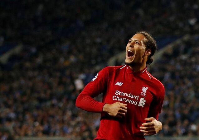 فيرجيل فان ديك يفوز بجائزة أفضل لاعب في إنجلترا لعام 2019