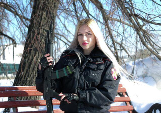 ضابط شرطة آنا خرامتسوفا من مدينة يكاترينبورغ