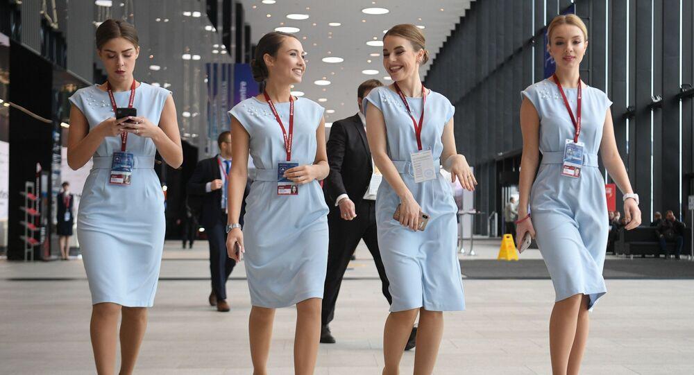 فتيات في منتدى المنطقة القطبية الشمالية الدولي: المنتدى الدولي لإقليم الحوار في سان بطرسبورغ