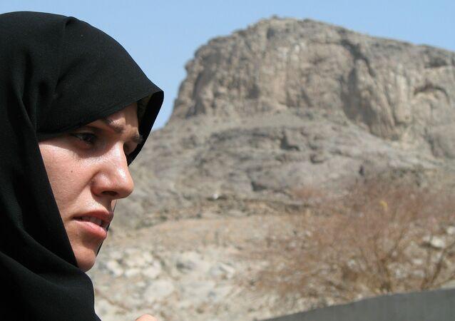 فتاة ترتدي حجاب