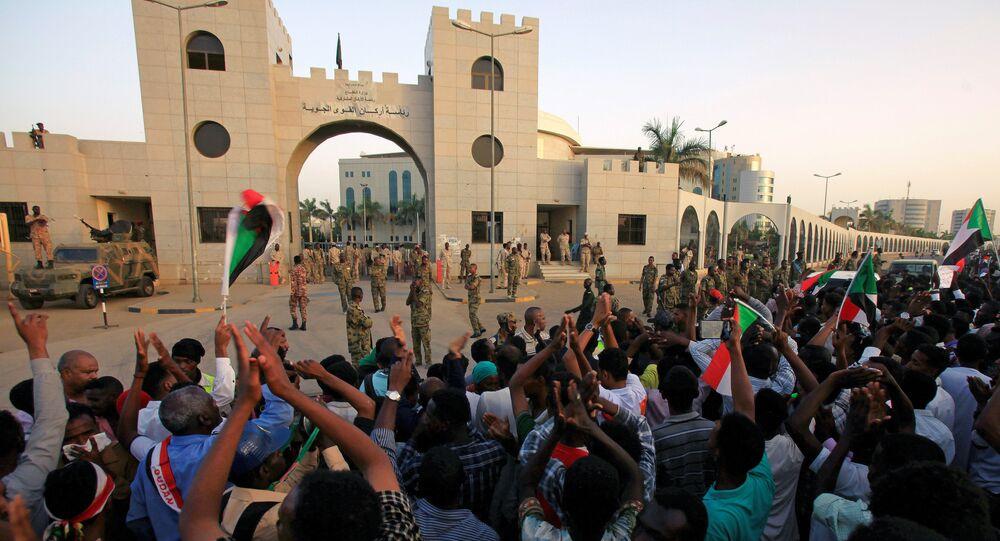 اعتصامات السودانين أمام القيادة العامة للقوات المسلحة