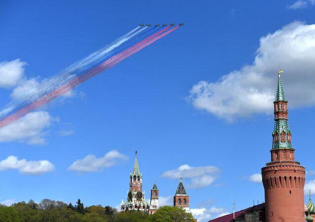 الجزء الجوي من بروفة العرض العسكري بمناسبة عيد النصر على ألمانيا النازية في الحرب الوطنية العظمى (1941-1945) - الطائرات الهجومية سو-25