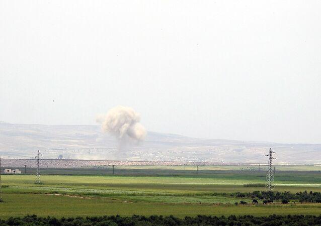 الجيش السوري يبدأ اقتحام (المنزوعة السلاح) ويسيطر على تل استراتيجي شمال حماة