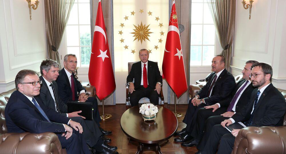 الرئيس التركي أردوغان يلتقي الأمين العام لحلف الناتو ستولتنبرغ في أنقرة