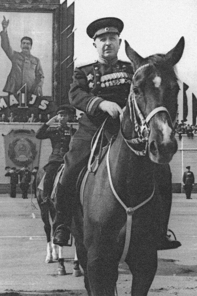 مارشال الاتحاد السوفيتي، نال لقب بطل الاتحاد السوفيتي مرتين، إيفان باغراميان
