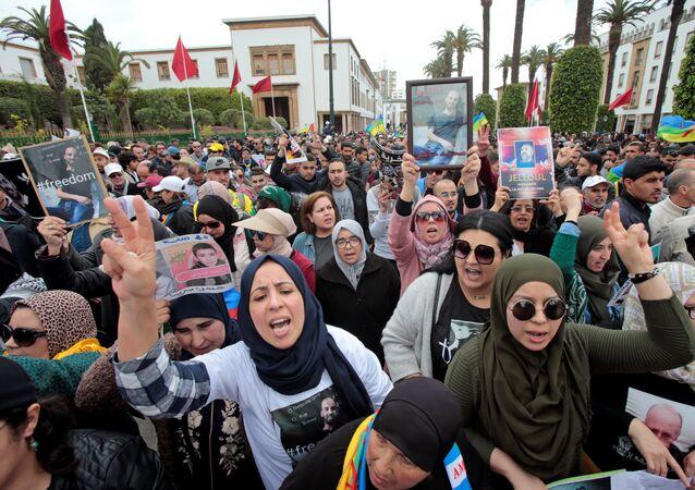 المرأة المغربية تشارك في مسيرة تضامن مع القادة المسجونين في منطقة الريف
