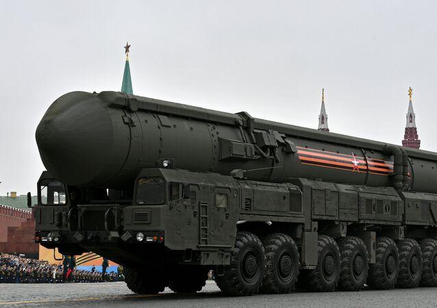 منظومة الصواريخ البالستية العابرة للقارات يارس خلال العرض العسكري