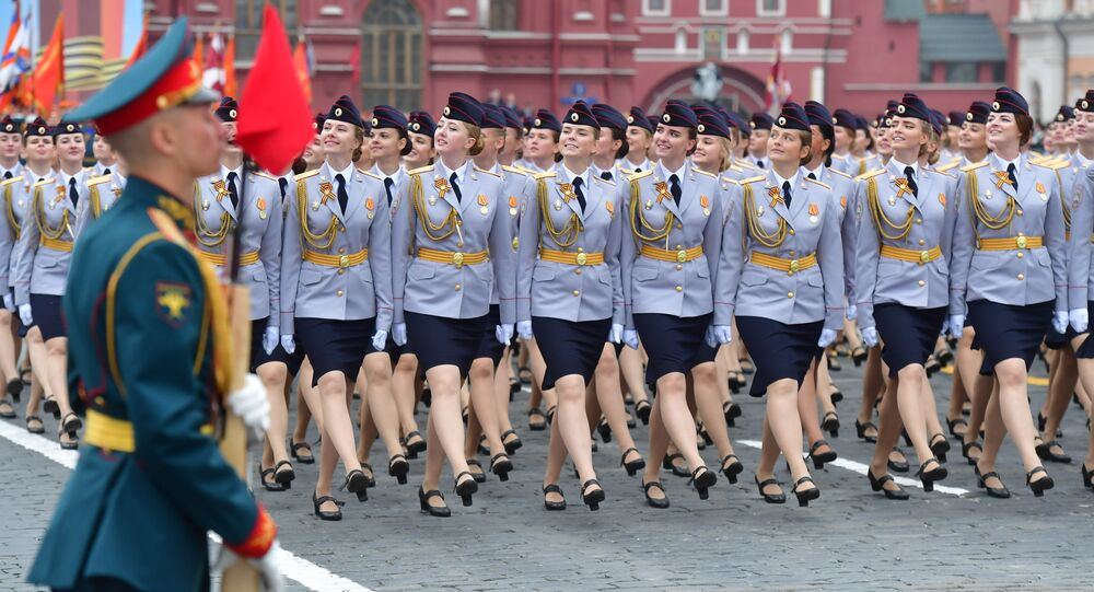 طالبات مجندات من جامعة موسكو التابعة لوزارة الداخلية خلال العرض عسكري المكرس للاحتفال بالذكرى الـ74 للنصر في الحرب الوطنية العظمى