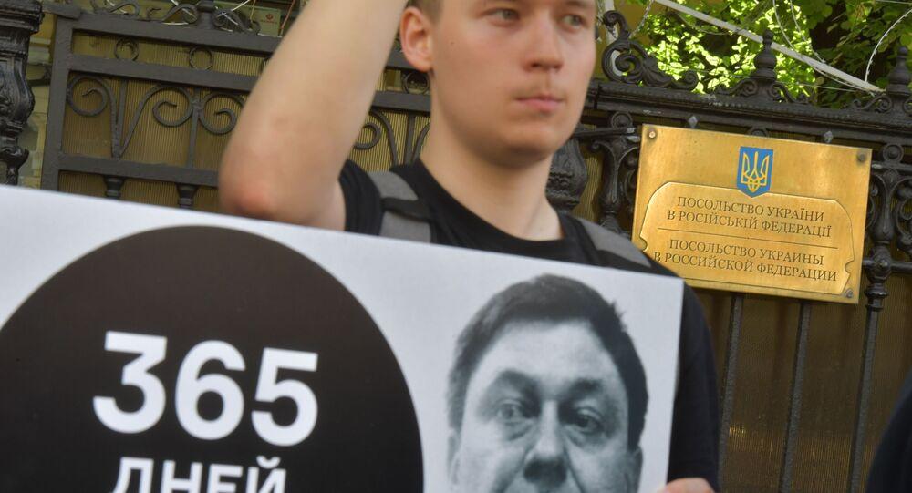 وقفة تضامنية مع الصحفي كيريل فيشينسكي المعتقل لدى أوكرانيا في موسكو، 15 مايو/ أيار 2019