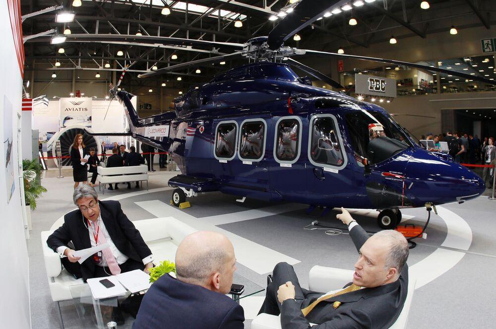 المعرض الدولي الثاني عشر لصناعة المروحيات HeliRussia - 2019 في معرض كروكوس إكسبو في موسكو - مروحية Leonardo Helicopters AW 139