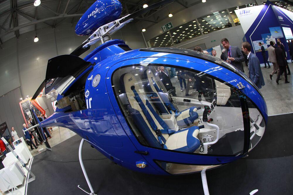 المعرض الدولي الثاني عشر لصناعة المروحيات HeliRussia - 2019 في معرض كروكوس إكسبو في موسكو - مروحية Curti Zefhir المجهزة بنظام مظلات الإنقاذ