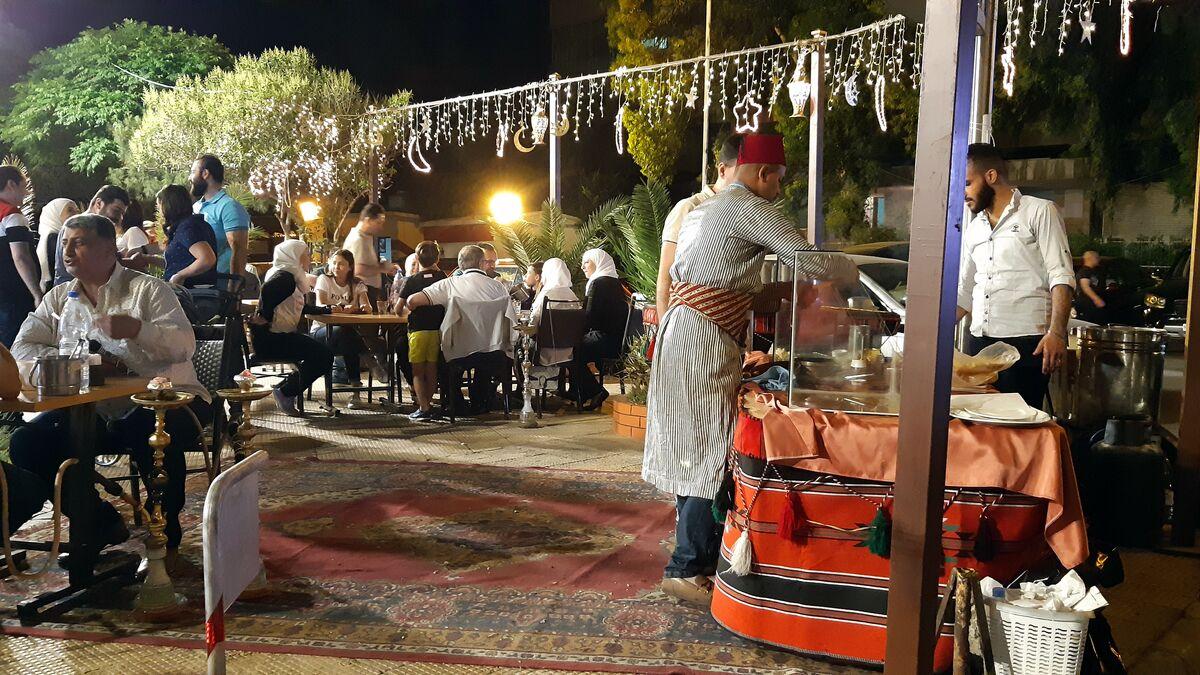 رمضان دمشق والعراقة مهرجان لا ينتهي من الباعة ومقبلات الصائمين فيديو Sputnik Arabic