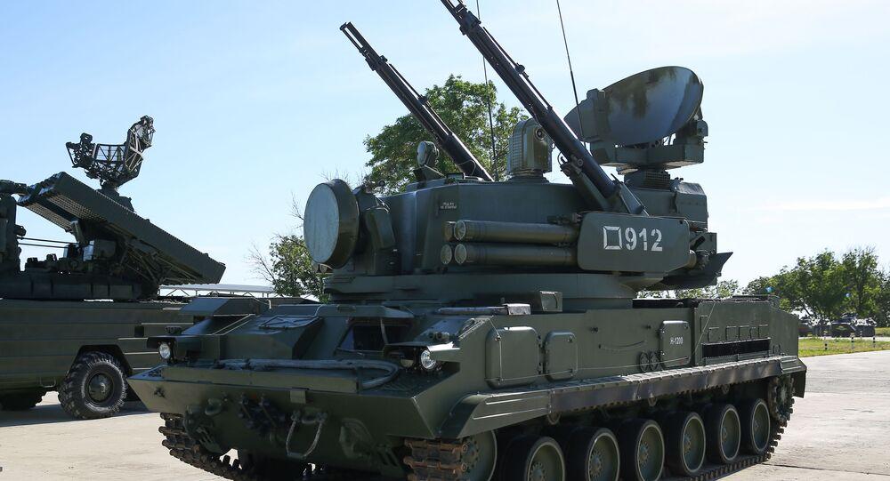 مسابقة تشيستويه نيبو (السماء النظيفة) للجيش في ميدان ييسك التابع لمركز التدريب للدفاع العسكري المضاد للطائرات - مدرعة ذاتية الدفع المضادة للطائرات تونغوسكا