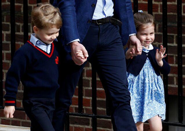 الأميرة شارلوت مع شقيقة الأمير جورج