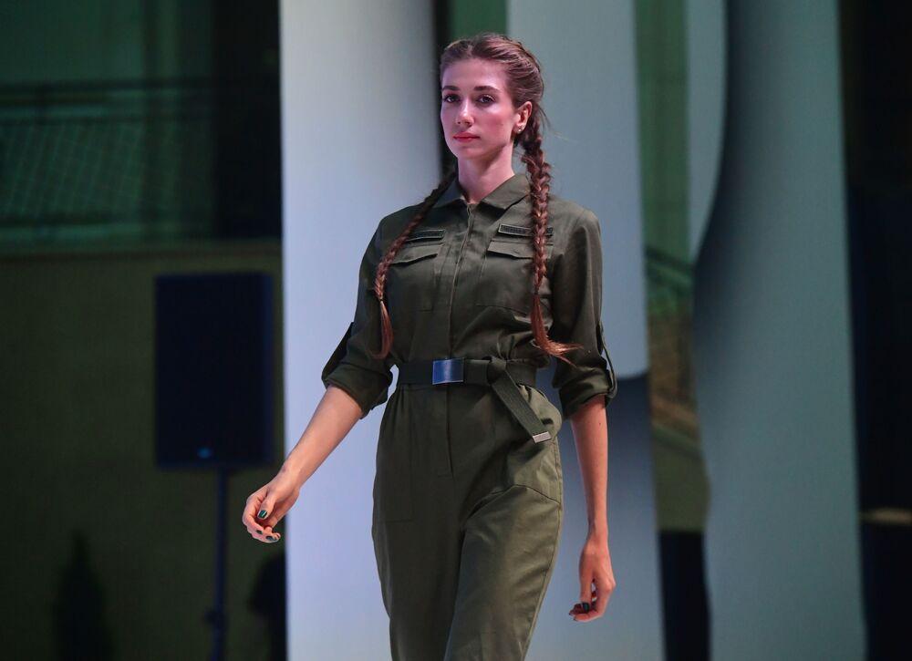 عرض أزياء بلاك ستار وير (Black Star Wear) بالتعاون مع محل تجاري لسلسلسة ملابس أرميا روسيي (الجيش الروسي)