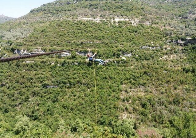 كبل زيب لاين في جبال طرطوس في سوريا