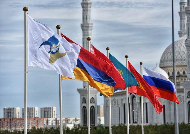 ِأعلام الدول الأعضاء في الاتحاد الأوراسي، روسيا وكازاخستان وقرغيزيا وبيلاروسيا وأرمينيا