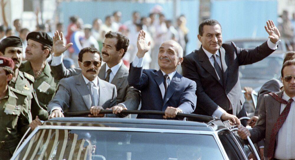 قبيل افتتاح مجلس التعاون العربي في الإسكندرية عام 1989