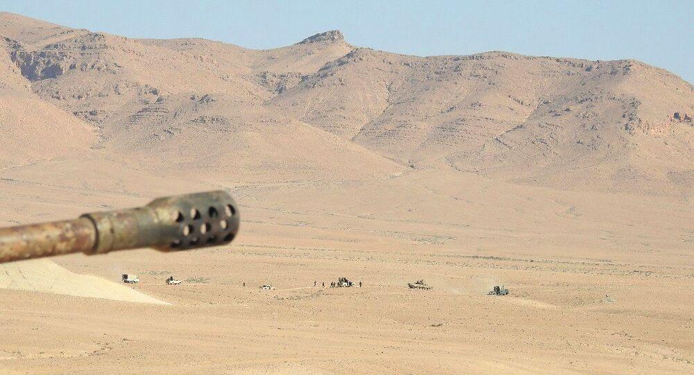 الجيش السوري يطارد دواعش البادية... ويتحوط من دعمهم أمريكيا قرب التنف