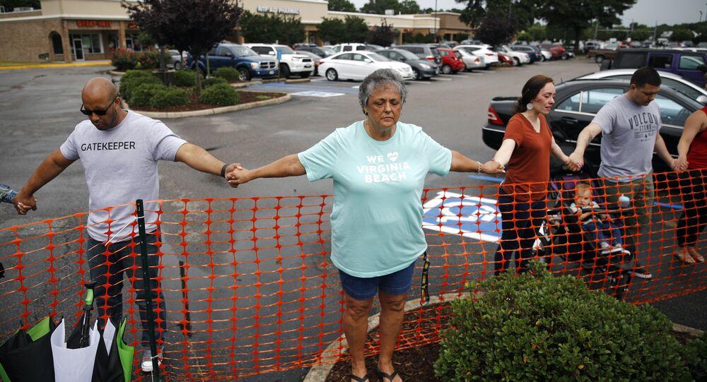 وقفة احتجاجية رداً على إطلاق نار في مبنى البلدية في فرجينيا بيتش
