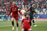 محمد صلاح يحتفل بتسجيل هدفه الأول في مباراة ليفربول وتوتنهام