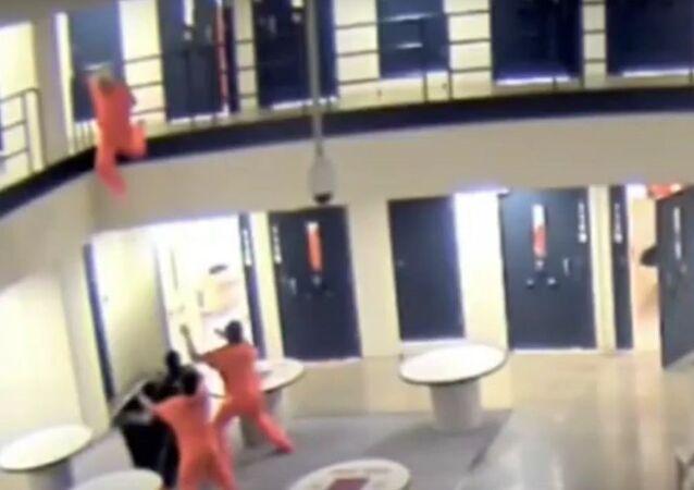 محاولة انتحار سجين