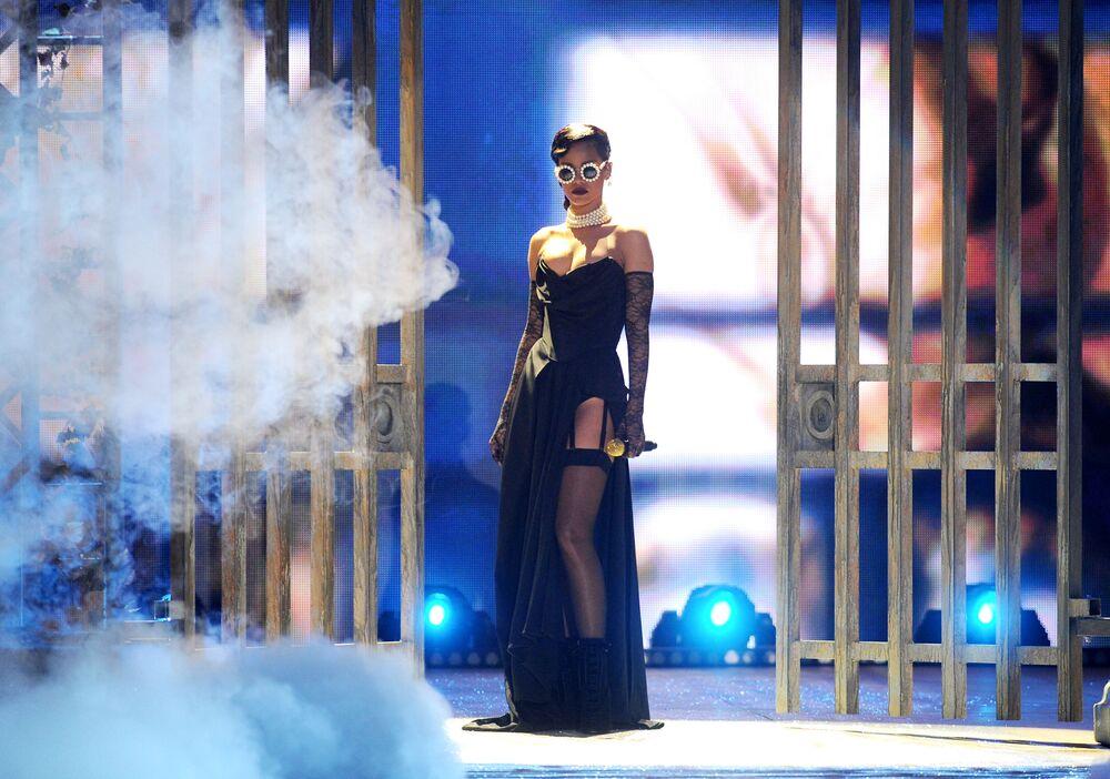 المغنية ريهانا في عرض الأزياء الداخلية لفيكتوريا سيكريت 2012 Victoria's Secret Fashion Show في نيويورك، 2012