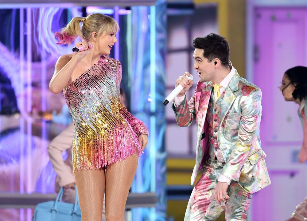 المغنية تايلور سويفت خلال الحفل الغنائي 2019 Billboard Music Awards في لاس فيغاس، 2019
