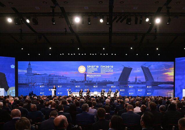 الرئيس فلاديمير بوتين يشارك في منتدى سان بطرسبورغ الاقتصادي الدولي، 7 يونيو/ حزيران 2019