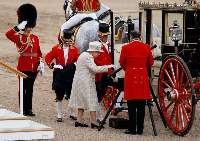 عرض عسكري للاحتفال بعيد ميلاد ملكة بريطانيا
