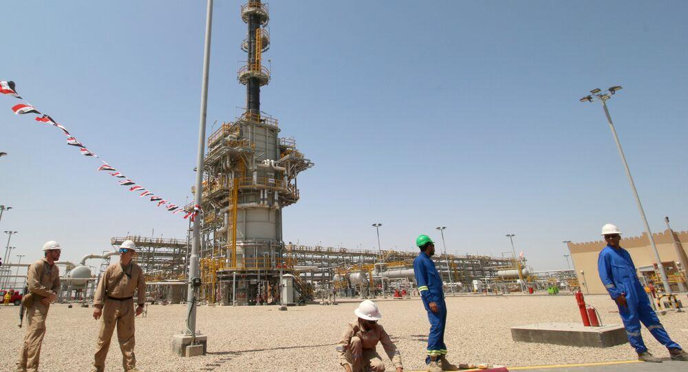 موظفي إكسون الأجانب والموظفين العراقيين في حقل غرب القرنة - 1 النفطي، الذي تديره إكسون موبيل