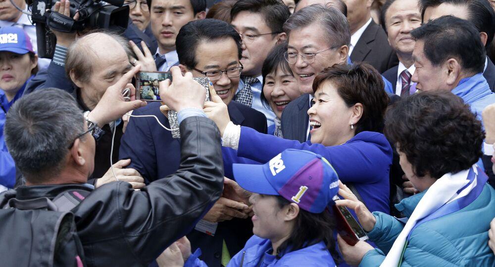 صورة سيلفي مع رئيس كوريا الجنوبية مون تشي ون،  2017