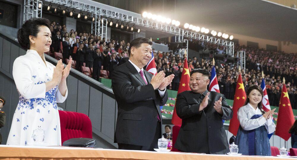 الرئيس الكوري خلال حفل استقبال الرئيس الصيني في ستاد بيونغ يانغ