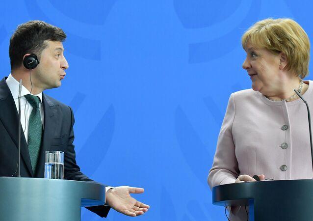 المستشارة الألمانية أنجيلا ميركل ورئيس أوكرانيا فلاديمير زيلينسكي في برلين، 18 يونيو/ حزيران 2019