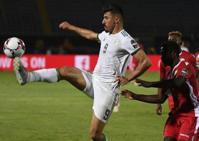 بغداد بونجاح لاعب المنتخب الجزائري