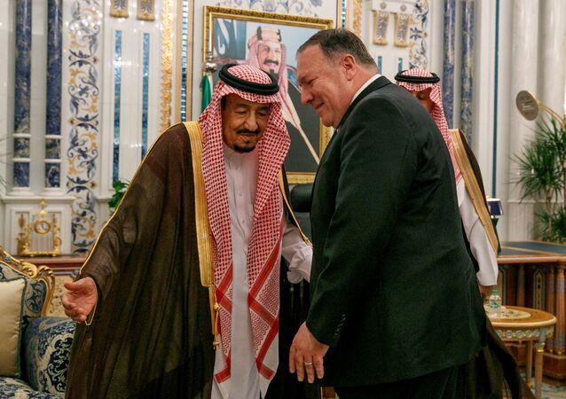 وزير الخارجية الأمريكي مايك بومبيو مع العاهل السعودي الملك سلمان بن عبد العزيز