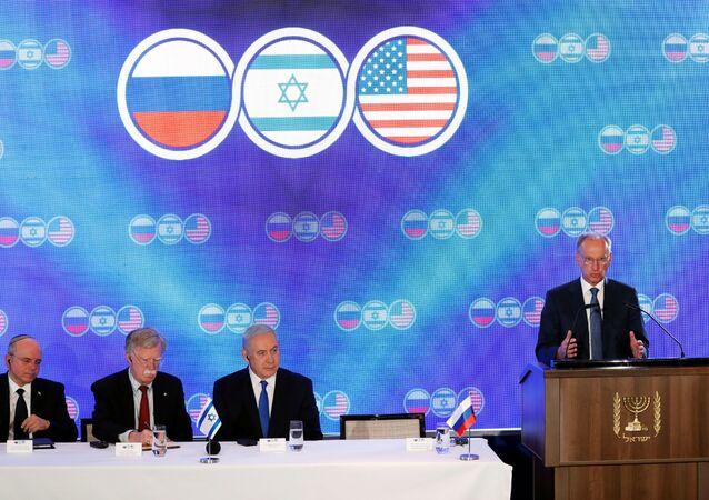 سكرتير مجلس الأمن الروسي، نيقولاي باتروشيف أثناء القمة الأمريكية الروسية الإسرائيلية في القدس