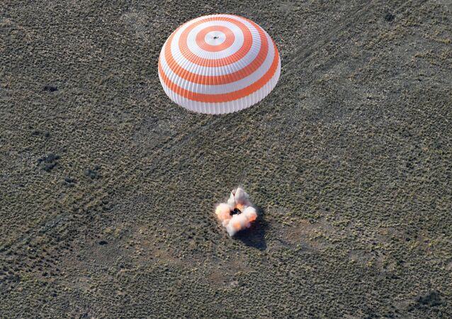 هبوط كبسولة مركبة الفضاء  سويوز إم سي - 11 بالقرب من مدينة جيزكازغان في كازاخستان، 25 يونيو/ حزيران 2019