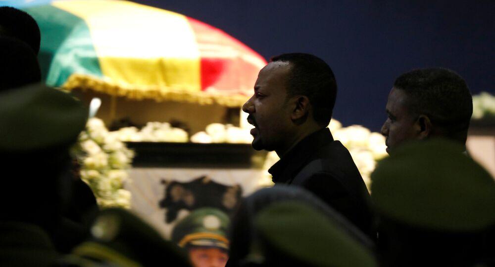 رئيس الوزراء الإثيوبي أبي أحمد يشارك في جنازة رئيس أركان الجيش