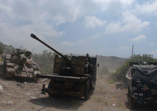 الجيش السوري يمشط مواقع الإرهابيين في جبال اللاذقية