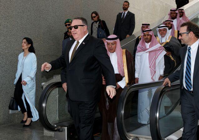 وزير الخارجية الأمريكي مايك بومبيو مغادرة جدة في المملكة العربية السعودية، 24 يونيو/حزيران 2019