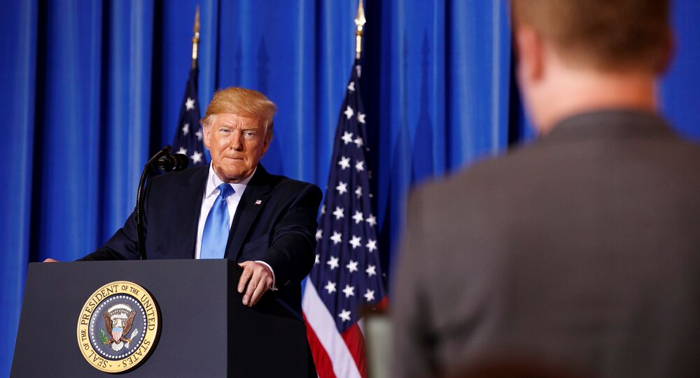 الرئيس الأمريكي دونالد ترامب يجيب على أسئلة الصحفيين في مؤتمر صحفي على هامش قمة العشرين بمدينة أوساكا اليابانية