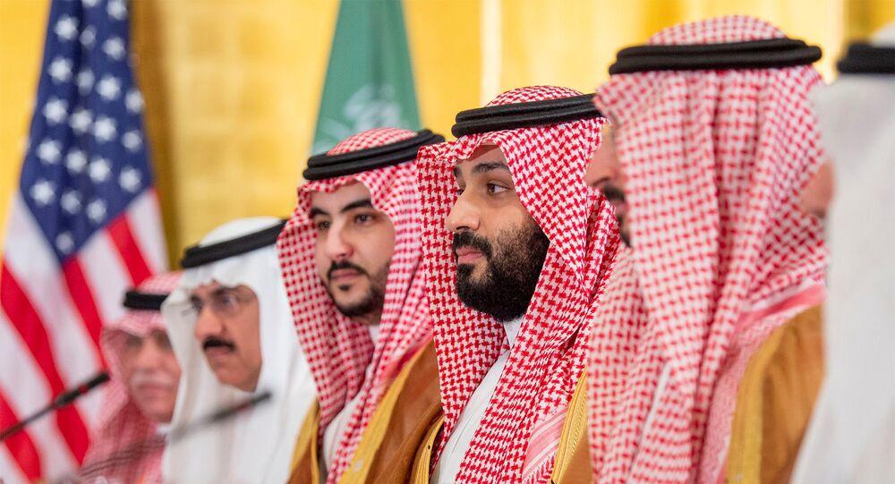 ولي العهد السعودي الأمير محمد بن سلمان خلال مأدبة إفطار عمل مع الرئيس الأمريكي دونالد ترامب في قمة قادة مجموعة العشرين في أوساكا