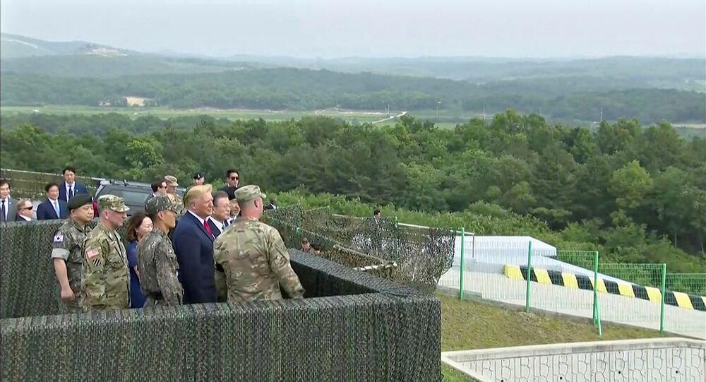 الرئيس الأمريكي ترامب على الحدود بين الكوريتين