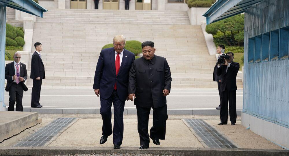 الرئيس الأمريكي ترامب وزعيم كوريا الشمالية كيم جون أون على حدود الكوريتين