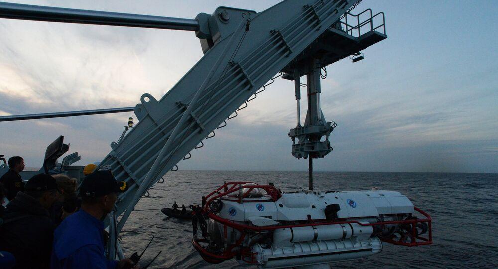 غواصة إنقاذ في أعماق البحر