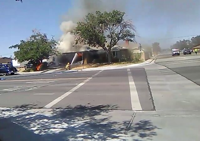 حريق نشب في مدينة ريدجكريست في جنوب ولاية كاليفورنيا الأمريكية بسبب زلزال، 4 يوليو/تموز 2019