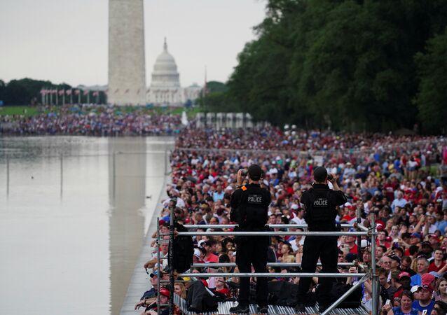 خلال الاحتفال بعيد الاستقلال في واشنطن