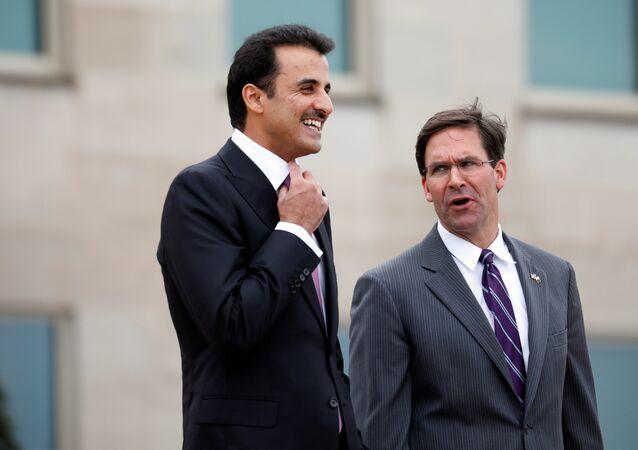 أمير قطر الشيخ تميم بن حمد آل ثاني مع وزير الدفاع الأمريكي مارك إسبر في ولاية فيرجينيا بالولايات المتحدة الأمريكية، 8 يوليو/تموز 2019